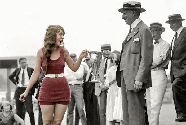 Hồi sinh lại vẻ đẹp của các hoa hậu Mỹ trong bức ảnh đen trắng cách đây gần 100 năm