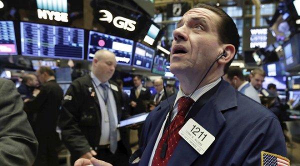 Thị trường chứng khoán hỗn loạn vì chiến tranh thương mại Mỹ – Trung