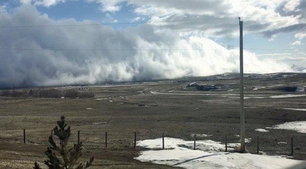 """Dải mây """"sóng thần"""" quét qua thành phố Canada như phim """"Ngày kinh hoàng"""""""