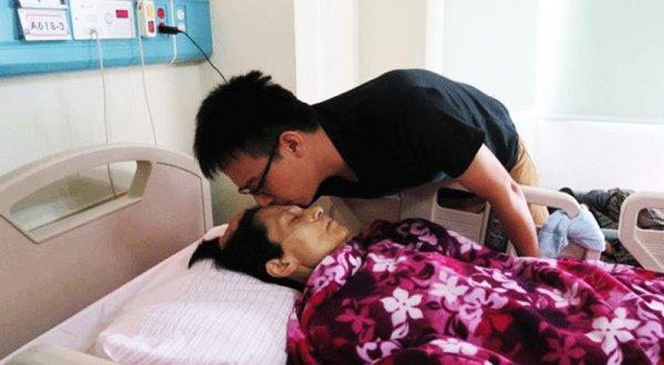 Phút cuối đời, con vẫn muốn tiễn mẹ một đoạn đường vui vẻ…