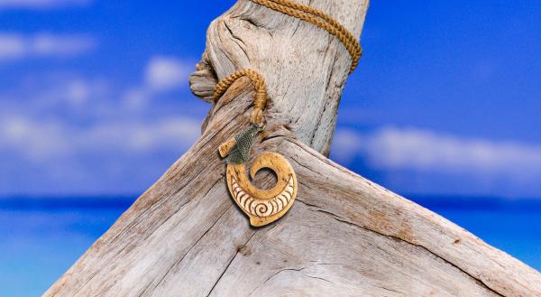 Lưỡi câu Maori – Từ công cụ đánh bắt cổ đại đến đồ trang sức hiện đại