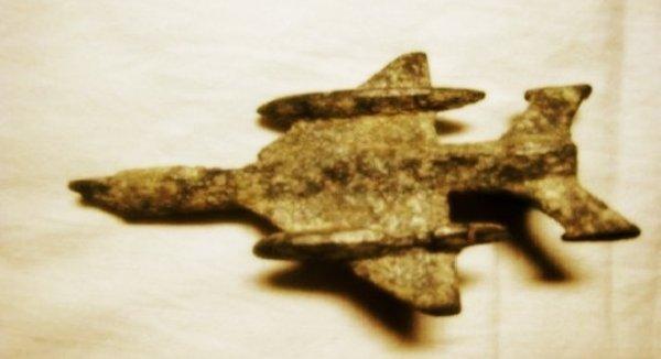 Máy bay vàng ròng B52 xuất hiện trong hang động cổ dài hơn 4.000km