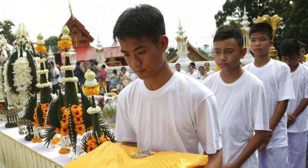 Đội bóng nhí Thái Lan đi tu 9 ngày để tri ân đội giải cứu