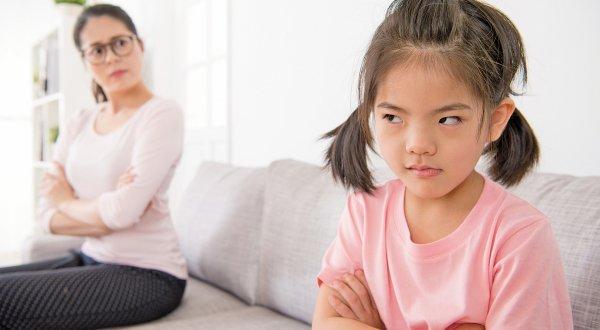 Con cái càng lớn càng khó dạy? Đừng trách mắng, bố mẹ nên học 4 phương pháp giáo dục này