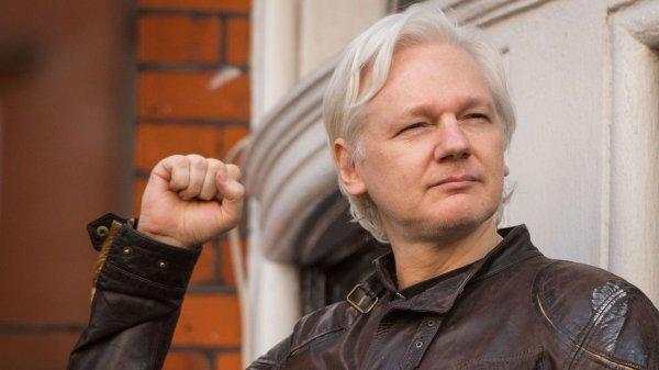 """Sau 6 năm ẩn mình trong đại sứ quán, nhà sáng lập WikiLeaks sắp """"tái xuất giang hồ""""?"""