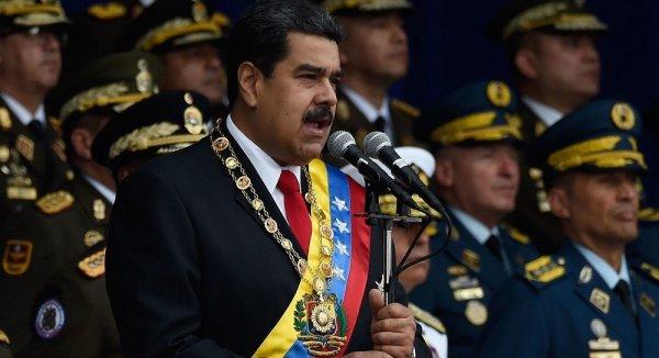 Tổng thống Venezuela thoát âm mưu ám sát trong lễ diễu binh