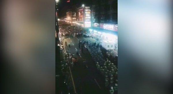 Trung Quốc: Biểu tình lớn vì học sinh bị ép chuyển trường ở Hồ Nam