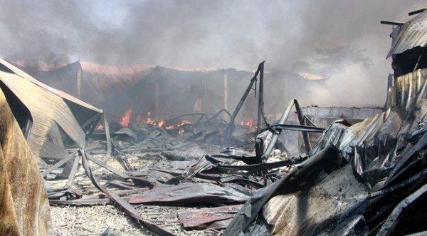 Sau tiếng nổ lớn, xưởng nhựa 1.000 m2 ở Huế cháy dữ dội