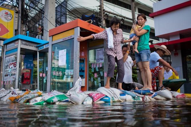 Những hình ảnh mới nhất về lũ lụt tại Bangkok..21