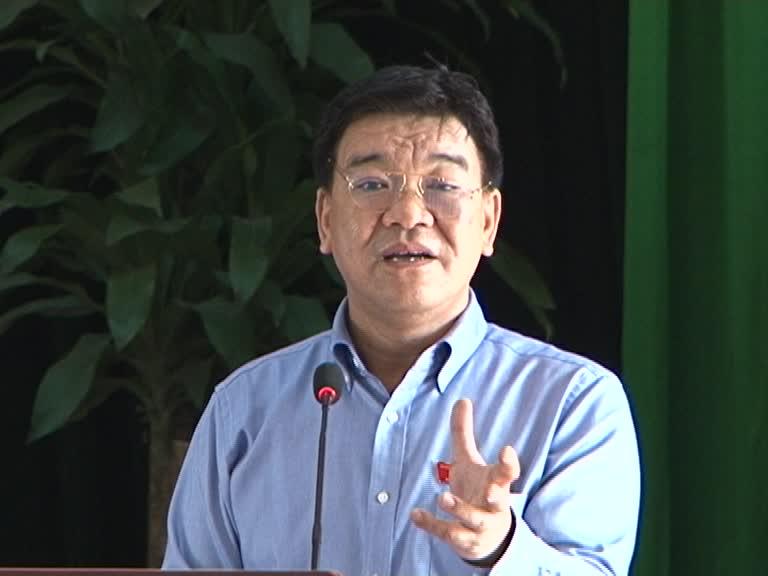 Ông Nguyễn Ngọc Bảo - Đại biểu Quốc hội khóa XIII tỉnh thông báo tới cử tri nội dung chương trình kỳ họp thứ 9