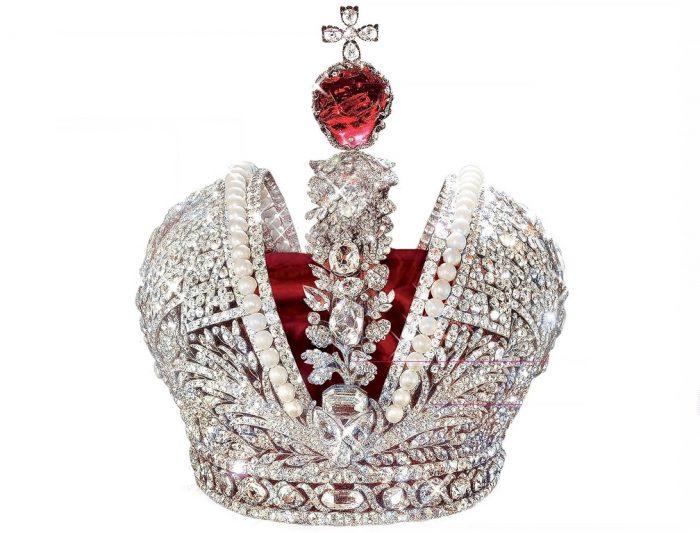 Mũ vàng vua Nguyễn lọt top vương miện quyền lực nhất thế giới.7