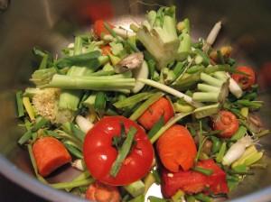 Các phần vụn vặt của rau (vegetable scraps)