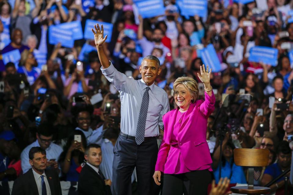Hillary Clinton và Obama trong một sự kiện vận động ở Charlotte.