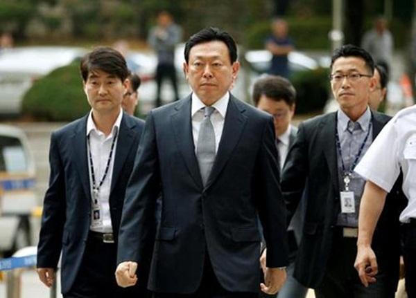 Ông Shin Dong Bin bị truy tố vì tội tham nhũng.