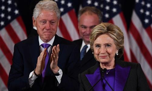 Hillary Clinton phát biểu tại khách sạn New Yorker, Manhattan. Ảnh: Reuters
