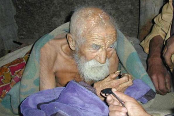 Cụ ông Mahashta Murasi khỏe mạnh ở tuổi 180.