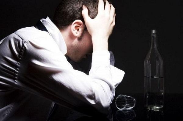 Giấc mơ say xỉn có thể là điềm báo bạn sẽ bị ốm hoặc cãi lộn. (Ảnh minh họa từ Internet)