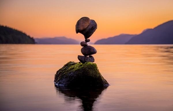 Mọi thứ trên đời luôn ở trong trạng thái cân bằng. (Ảnh: Internet)
