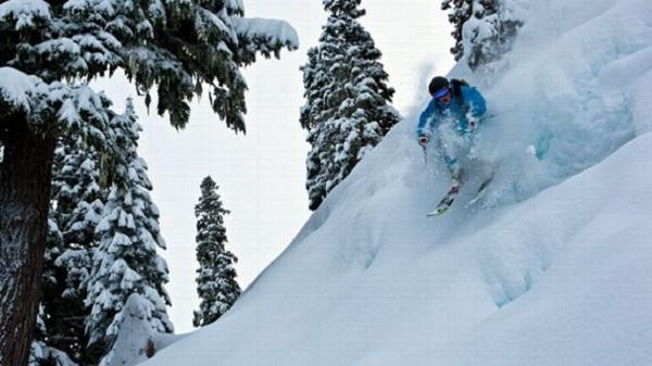 Những vần động viên như Angel Collinson thường xuyên phải đối mặt với nguy hiểm khi trượt tuyết ở vùng núi cao.