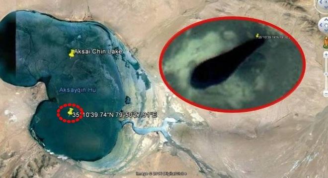 Hố đen dưới hồ Aksai Chin.