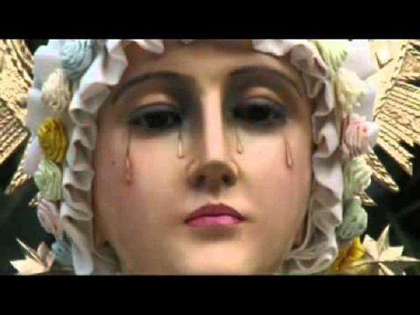Tượng Đức Mẹ Ma-ri-a khóc chảy nước mắt có mặt ở rất nhiều nơi trên thế giới.