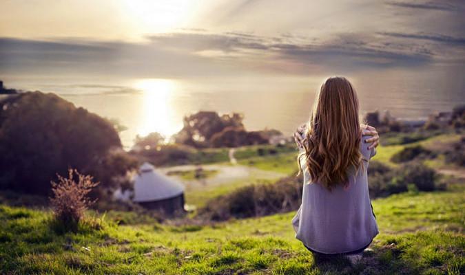 Khi không được làm điều mình yêu thích, sống cho chính bản thân mình, con người sẽ không thể vui vẻ được. (Ảnh: Internet)
