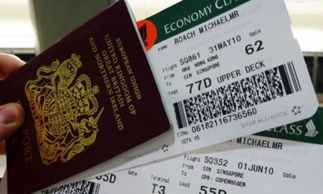 Không nên tùy tiện vứt bỏ vé máy bay khi dùng xong, vì rất nguy hiểm. (Ảnh: Internet)