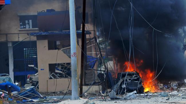 Hiện trường vụ khủng bố bằng xe bom ở Somalia ngày 25/6.