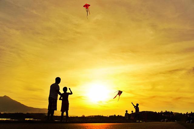 Hãy tận hưởng từng khoảnh khắc bằng sự tử tế và bình an, đừng sợ hãi hay hối tiếc. (Ảnh: Internet)