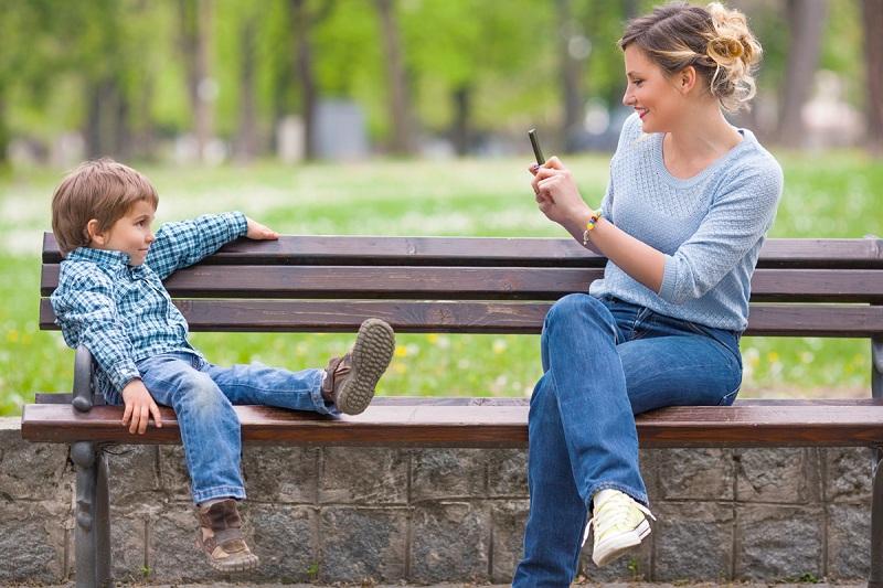 Đăng hình con trẻ lên mạng xã hội có thể gây nguy hiểm cho trẻ. (Ảnh: Internet)