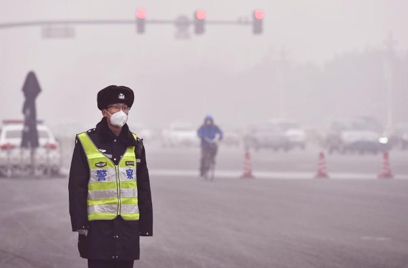 Sự khác biệt giữa Mỹ và Trung Quốc trong ứng phó với sương mù ô nhiễm. (Ảnh: Internet)