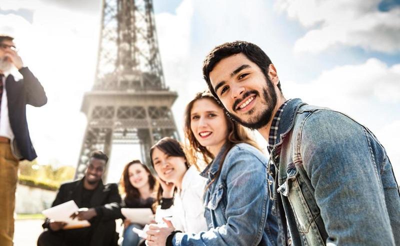 Vì sao giữa kinh đô thời trang, mỗi người Pháp lại chỉ có khoảng 10 bộ đồ? - ảnh 1