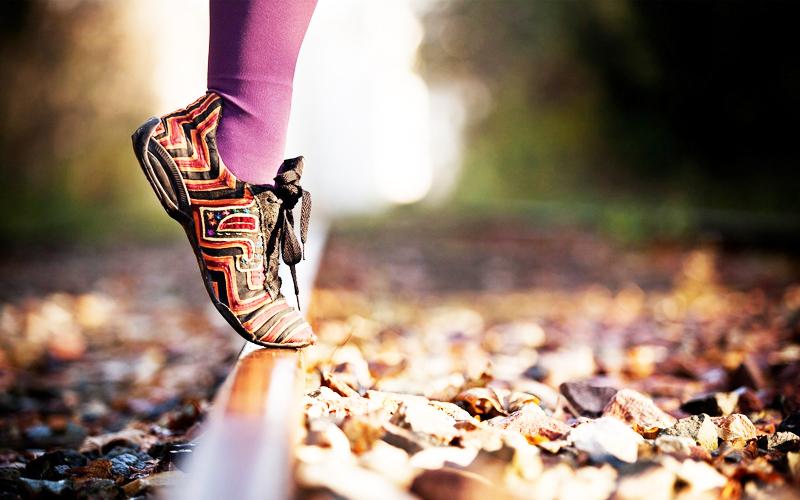 Một đôi giày, cho dù kiểu mẫu có mới thế nào, đi một thời gian sẽ trở nên cũ kỹ. Thế nên, trân quý rất quan trọng. (Ảnh: Elitefon)