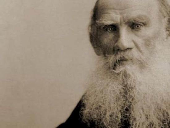 Cái nhìn của Lev Tolstoi dường như có thể xuyên thấu người đối thoại như một tia rơn-ghen