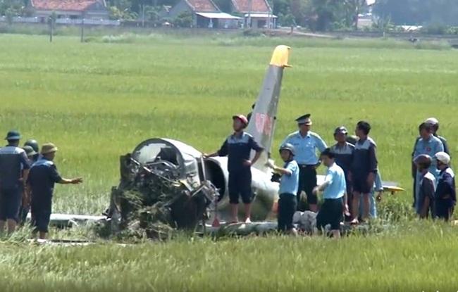 Hiện trường vụ rơi máy bay. (Ảnh :Cắt từ clip)