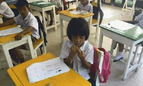Tập trung suy nghĩ, lo lắng cho bài kiểm tra.