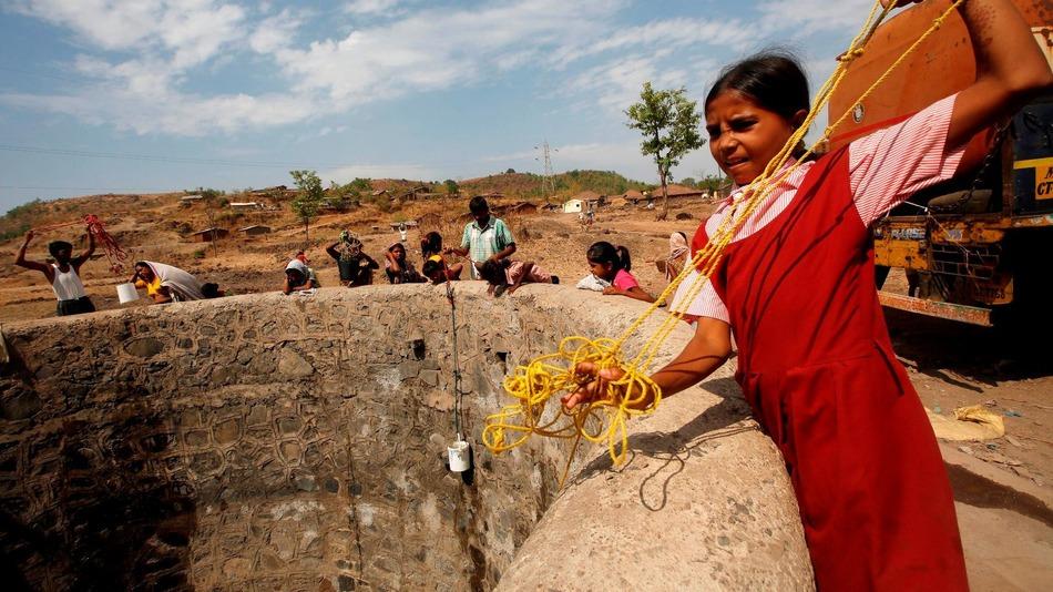 Người dân Ấn Độ đang phải đối mặt với đợt nắng nóng và hạn hán kỷ lục khiến hàng trăm người chết.