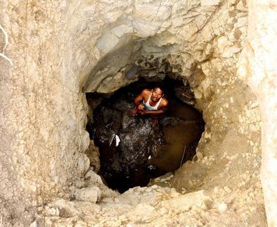 Anh Tajne quyết tâm đào giếng một mình trong suốt 40 ngày