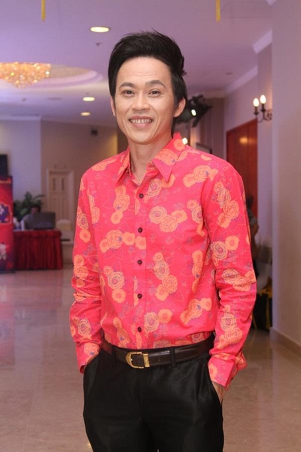 NSƯT Hoài Linh chính thức trở thành chủ nhận tiếp theo của nút Play mạ bạc từ YouTube.