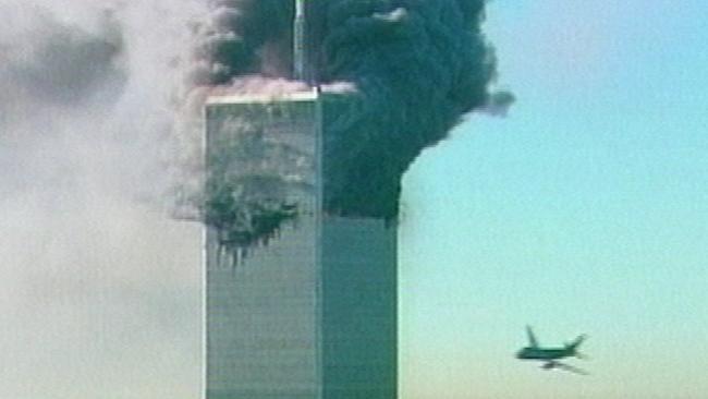 Máy bay thứ hai chuẩn bị đâm vào tòa tháp ở Trung tâm Thương mại Thế giới.
