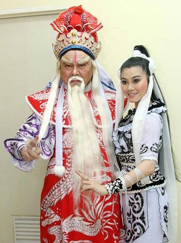 Nghệ sĩ Thanh Tòng trong một vai diễn với con gái Quế Trân. (Ảnh: internet)