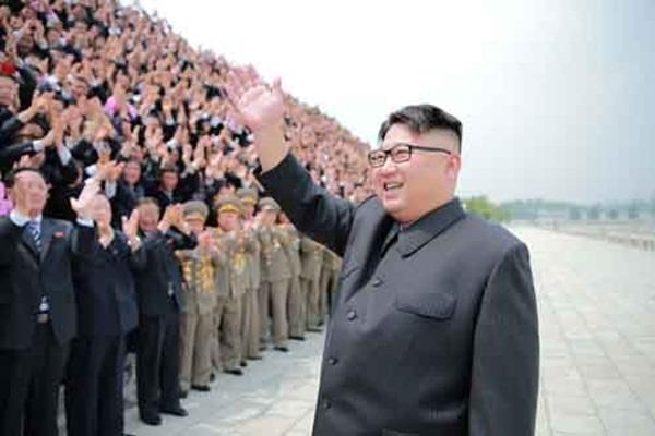 Ông Kim Jong-un trong chuyến thăm đơn vị quân đội.
