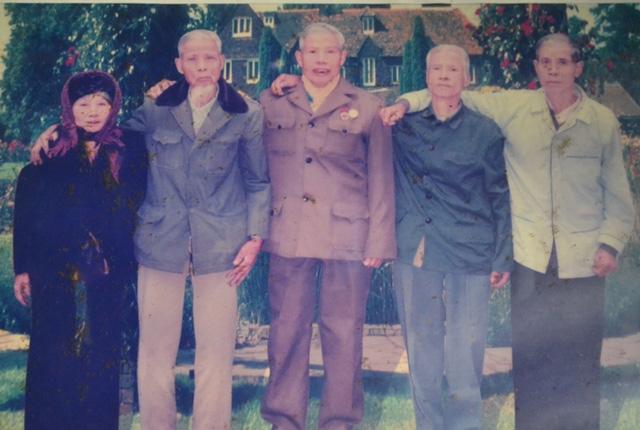 Tuy tuổi cao và cuộc sống có nhiều thay đổi, nhưng 5 anh em cụ Hướng luôn đoàn kết yêu thương nhau