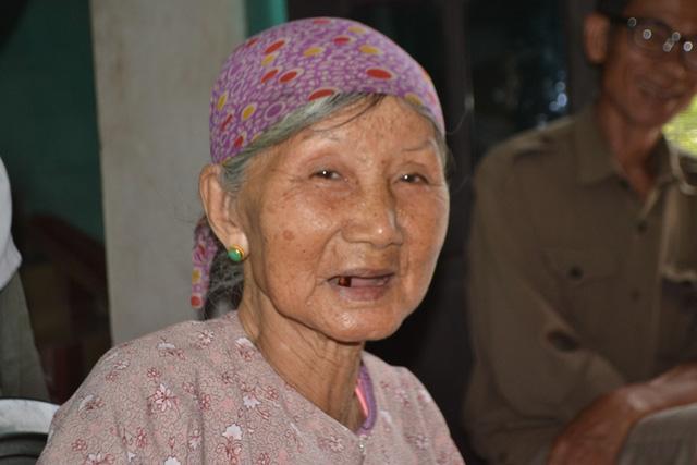 Cụ bà Nguyễn Thị Phím (86 tuổi, em gái út) luôn tự hào về các anh của mình.