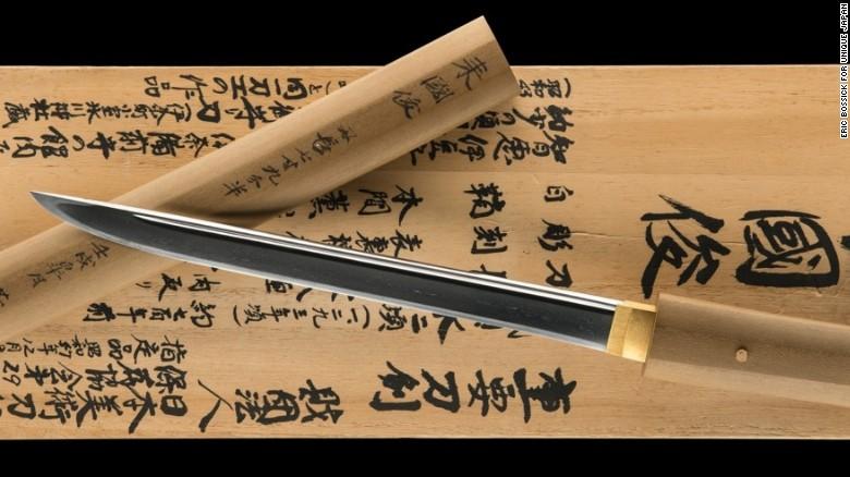 150713142222-samurai-dagger-exlarge-169