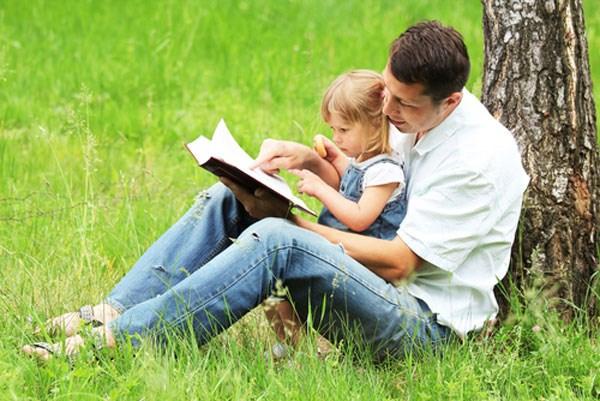 Cha phải giúp con gái mình nhận ra điểm đặc biệt của bản thân, hiểu rằng con là đặc biệt và duy nhất.
