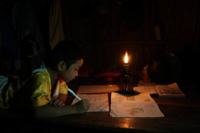 Ngọn đèn dầu gắn một thời thơ ấu