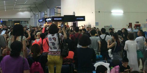 Du khách Trung Quốc đánh nhau với nhân viên an ninh sân bay Cam Ranh.