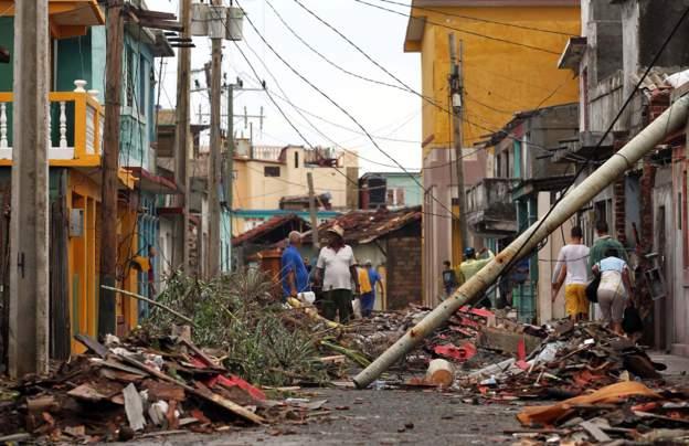 Nhưng thị trấn ở phía đông, Baracoa, bị thiệt hại lớn về nhà cửa.