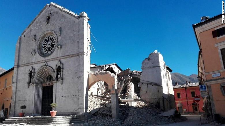 161030093641-11-italy-earthquake-1030-exlarge-169